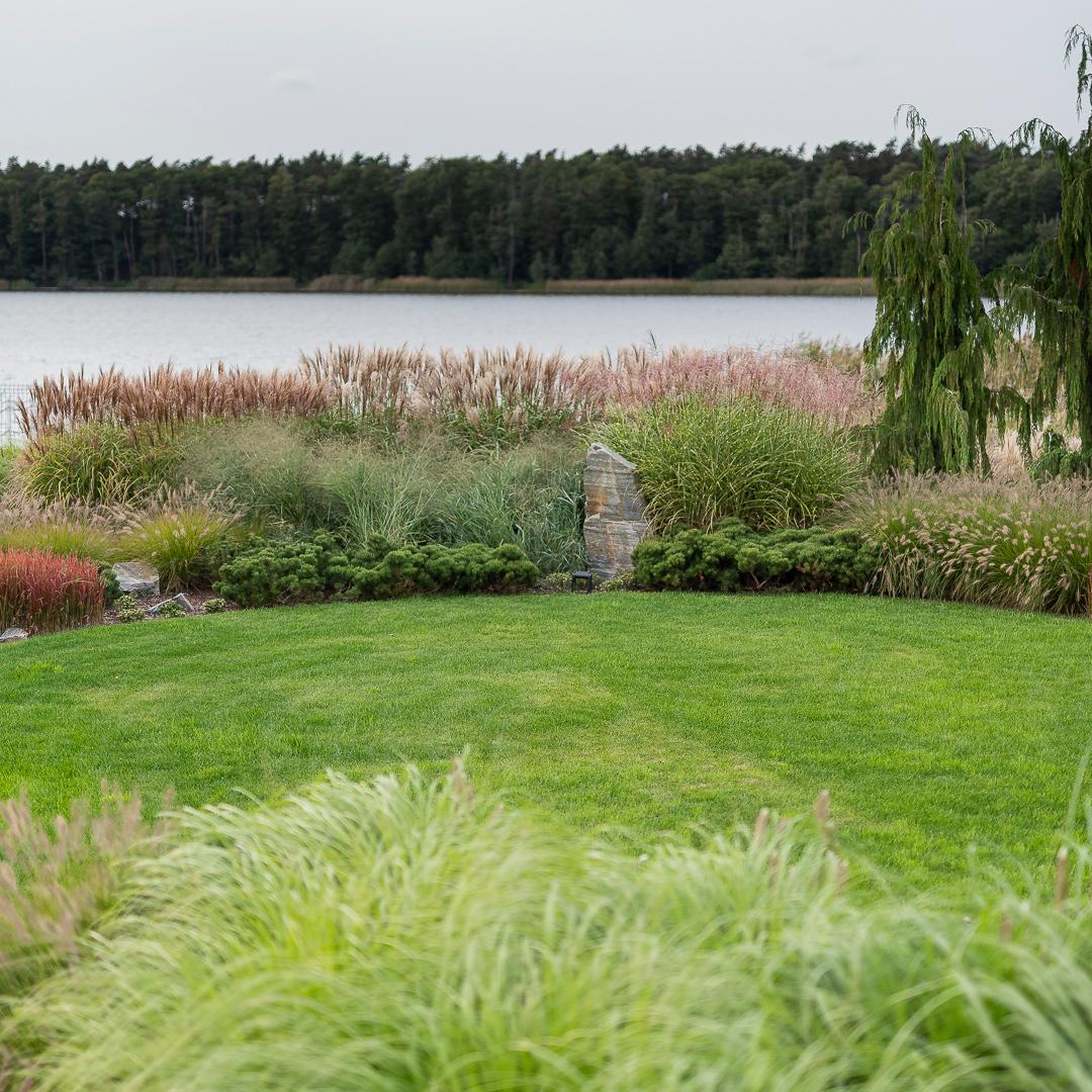 Ogród nad jeziorem